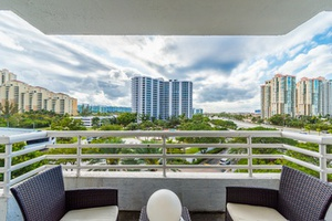 Parc Central at Aventura 3300 NE 192nd st. Apt 605